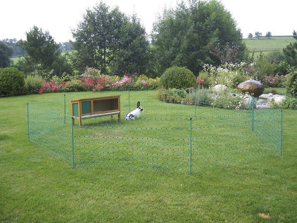 Kaninchennetz als Hundezaun beim Camping